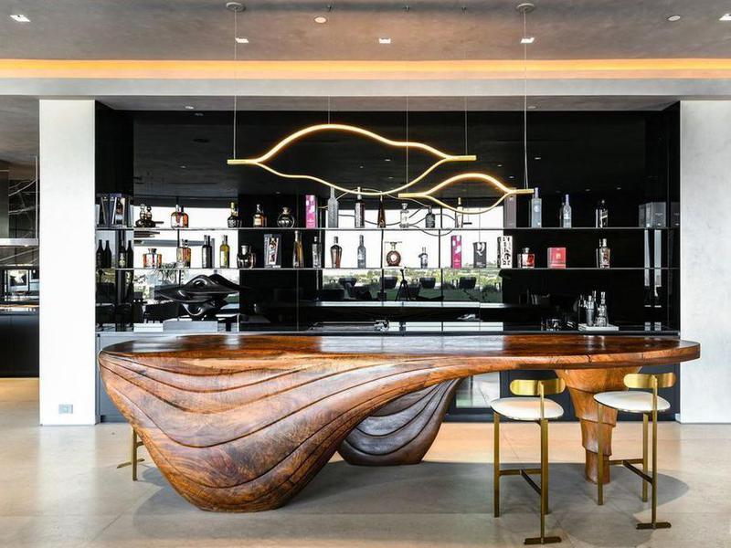 Bar with custom table