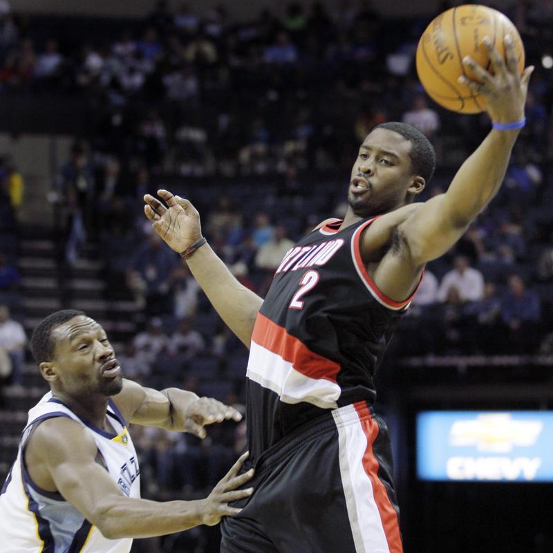 Portland Trail Blazers' Wesley Matthews reels in a pass