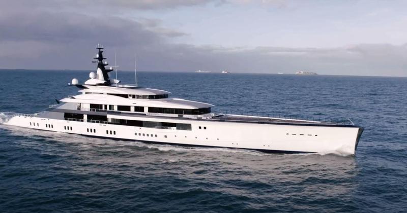 Bravo Eugenia, Jerry Jones' boat