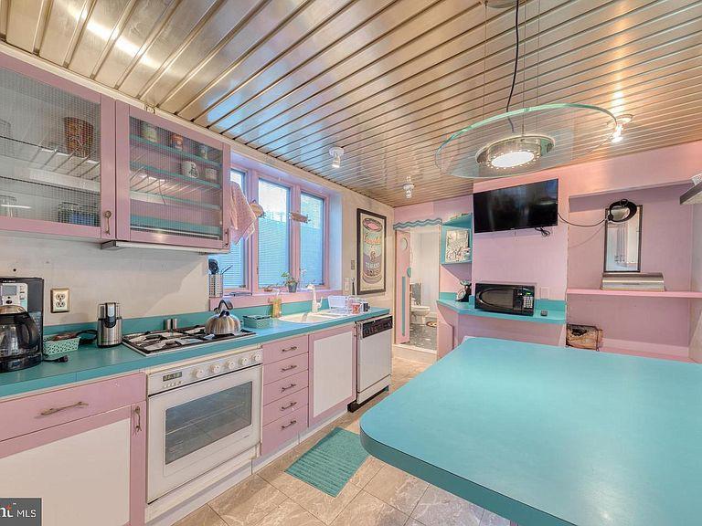 Pastel-colored kitchen