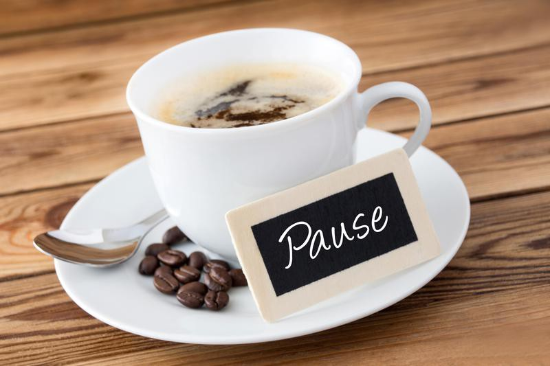 Pause sign by coffee