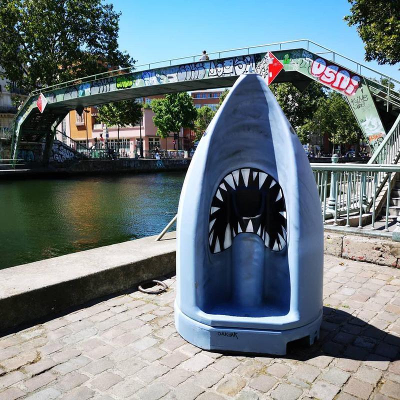 Jaws street art in Paris
