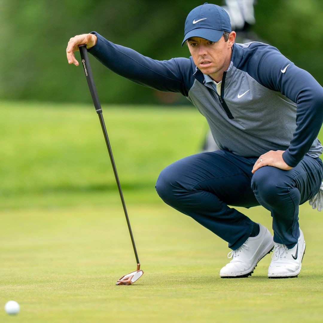 Rory McIlroy analyzes ball on course