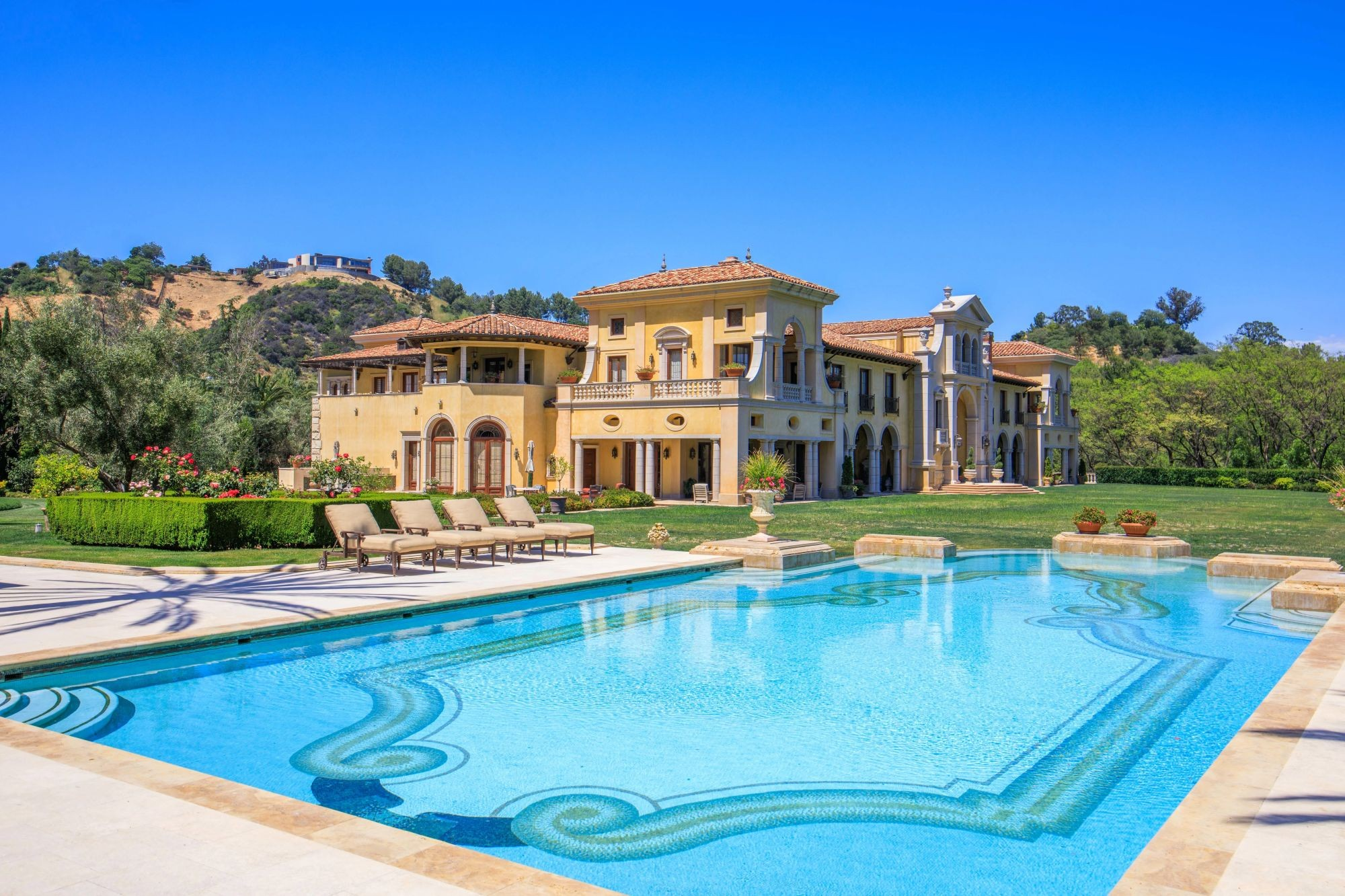 Villa Firenze pool and yard