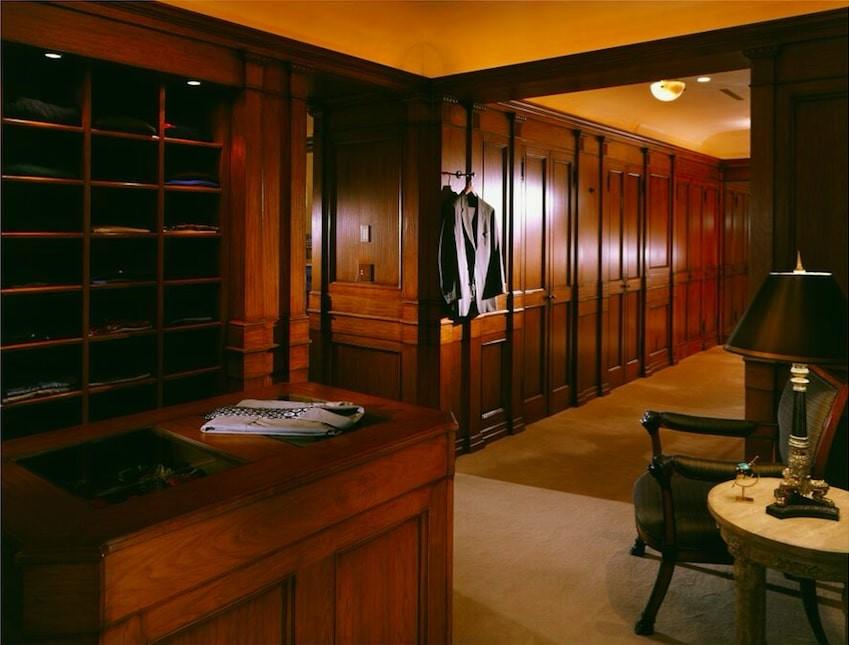 Villa Firenze closet