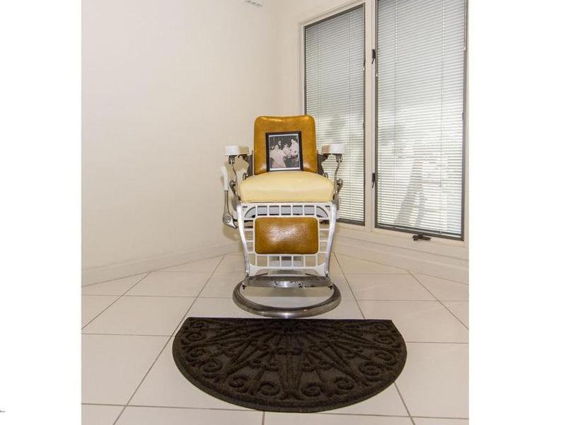 Joe Pesci's barber chair