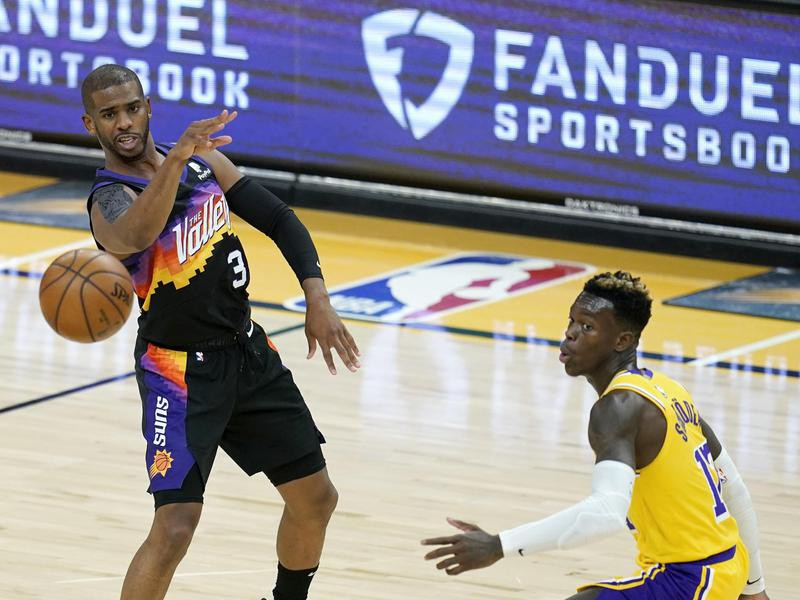 Phoenix Suns guard Chris Paul passes the ball against Los Angeles Lakers