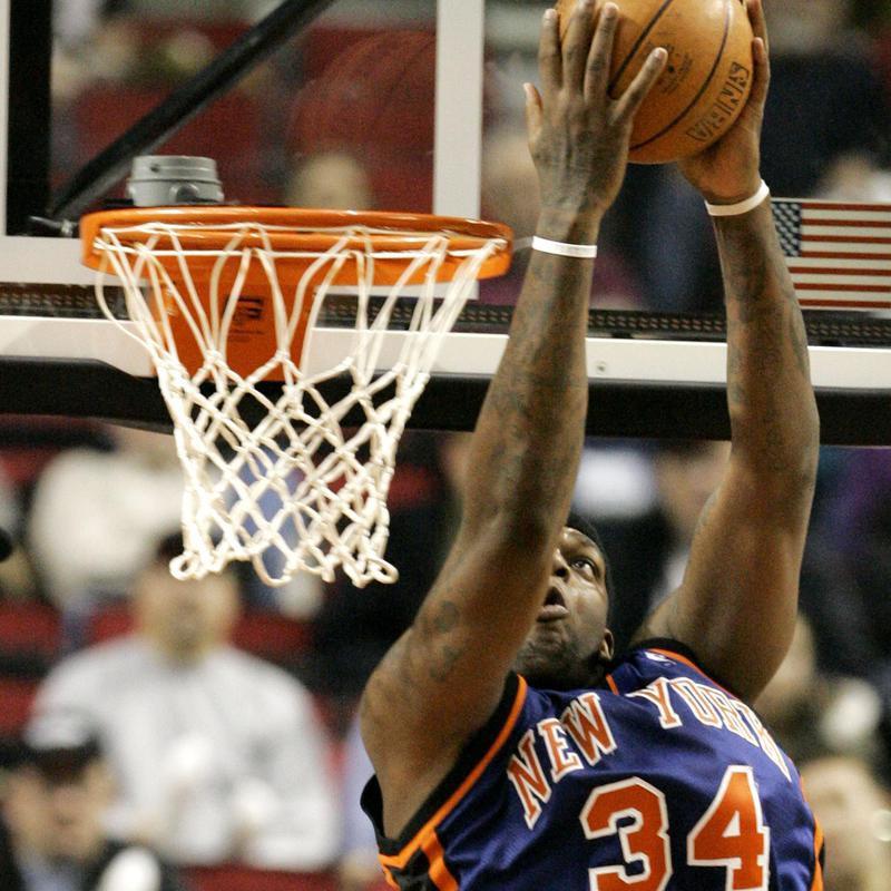 New York Knicks Eddy Curry dunks