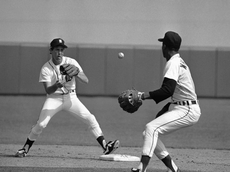 Lou Whitaker flips the ball to Alan Trammell
