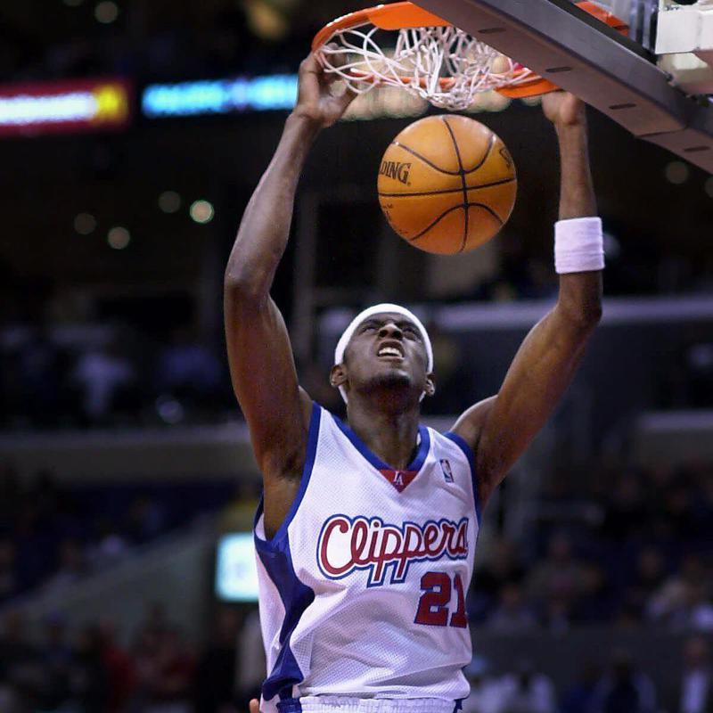 Los Angeles Clippers' Darius Miles dunks