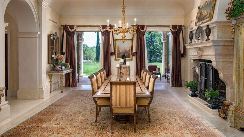 Villa Firenze dining room