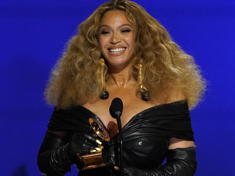 Beyoncé happy at the Grammys