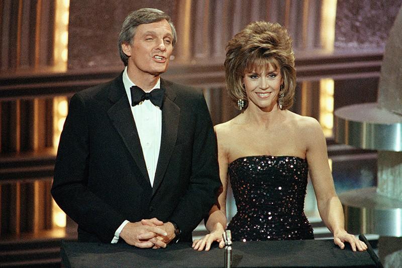 Jane Fonda and Alan Alda