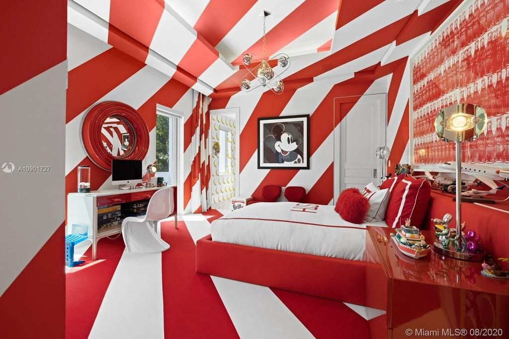 Red-and-white-striped bedroom