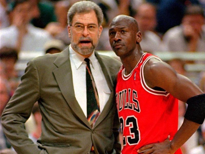 Phil Jackson talks to Michael Jordan