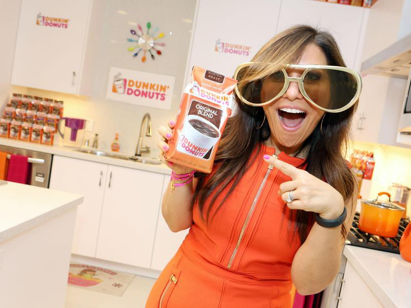 """""""Hungry Girl"""" Lisa Lillien buzzes about Dunkin' Donuts coffee"""