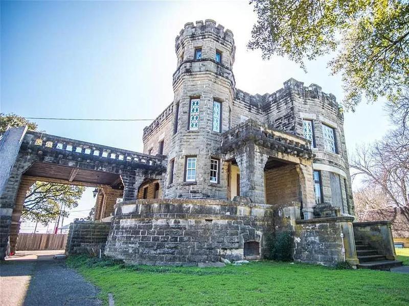 Cottonland Castle exterior
