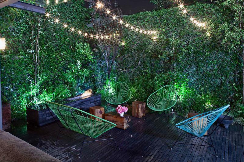 Contemporary deck garden design