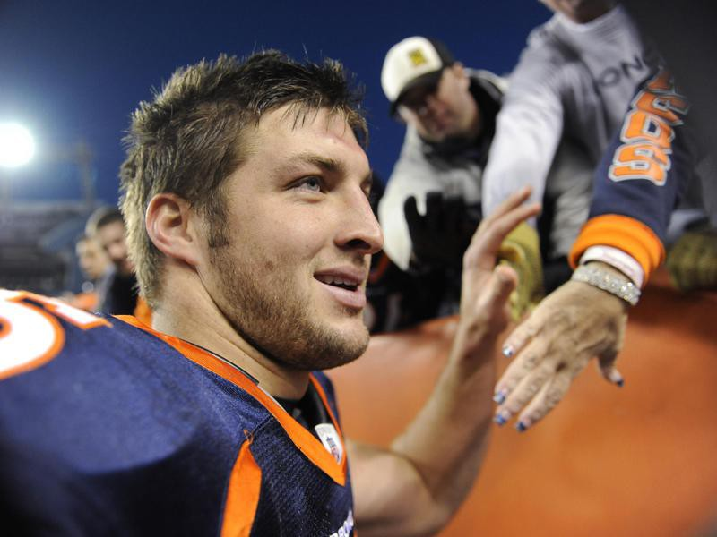 Tim Tebow gives fives to fans