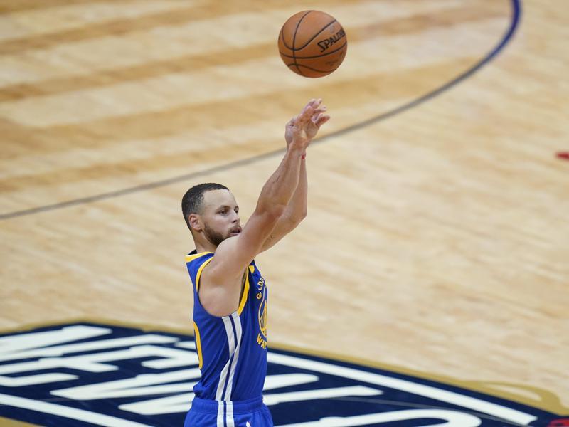 Golden State Warriors guard Stephen Curry shoots