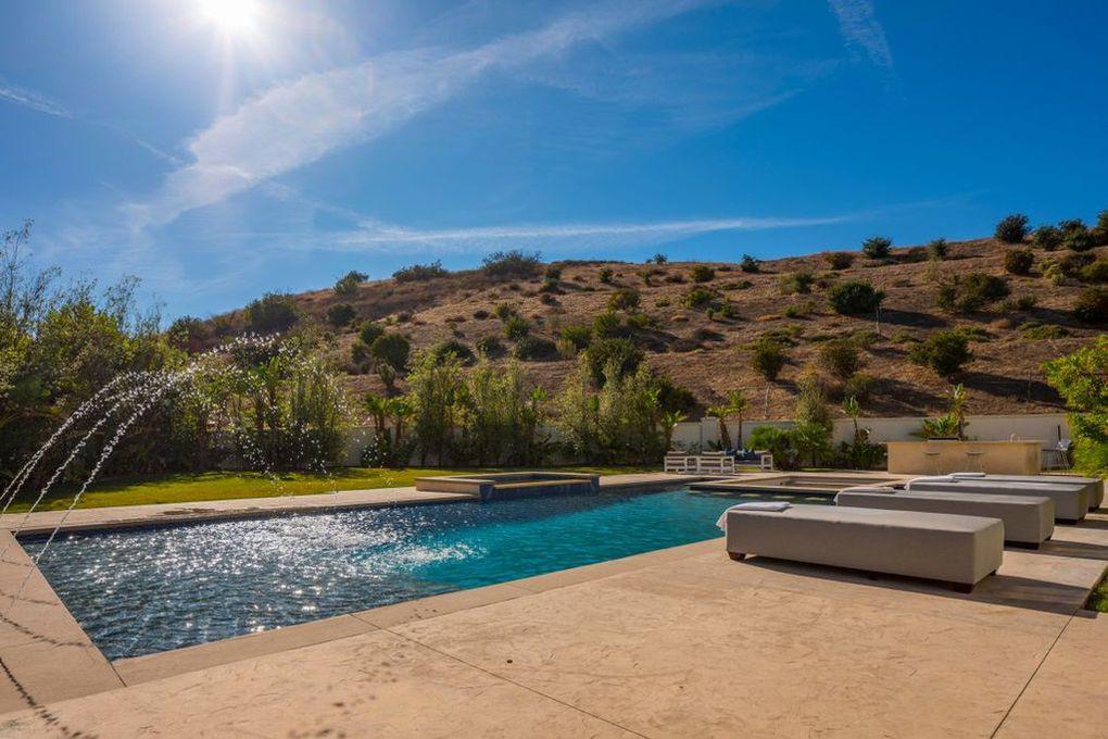 Katie Holmes' pool