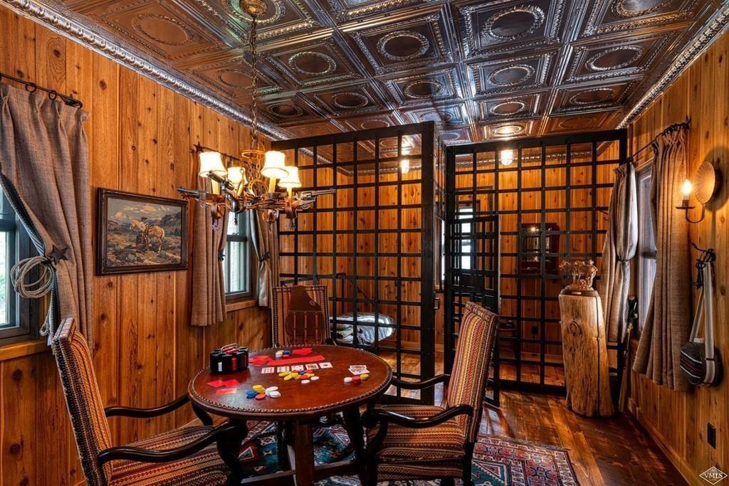 Indoor jailhouse