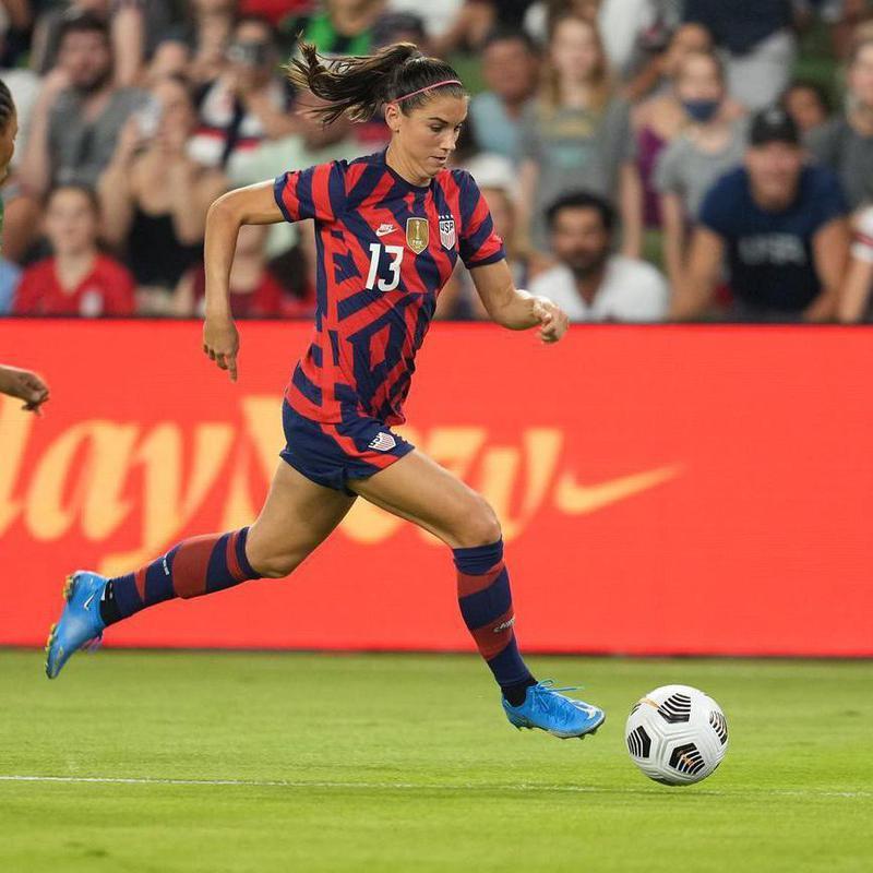 Alex Morgan playing soccer