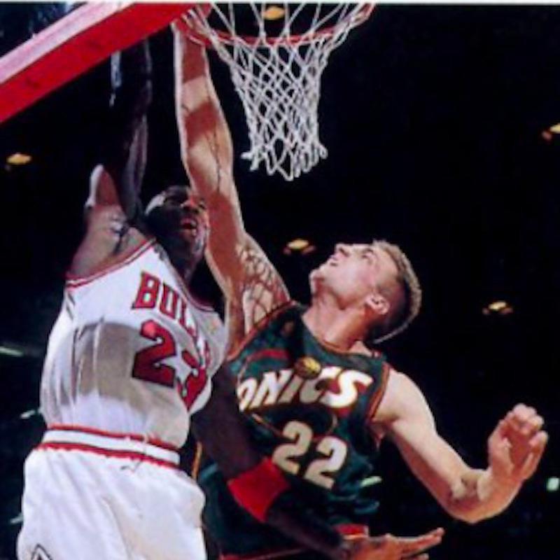 Jim McIlvane defends against Michael Jordan