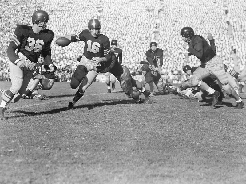 Los Angeles Rams linebacker Les Richter, right