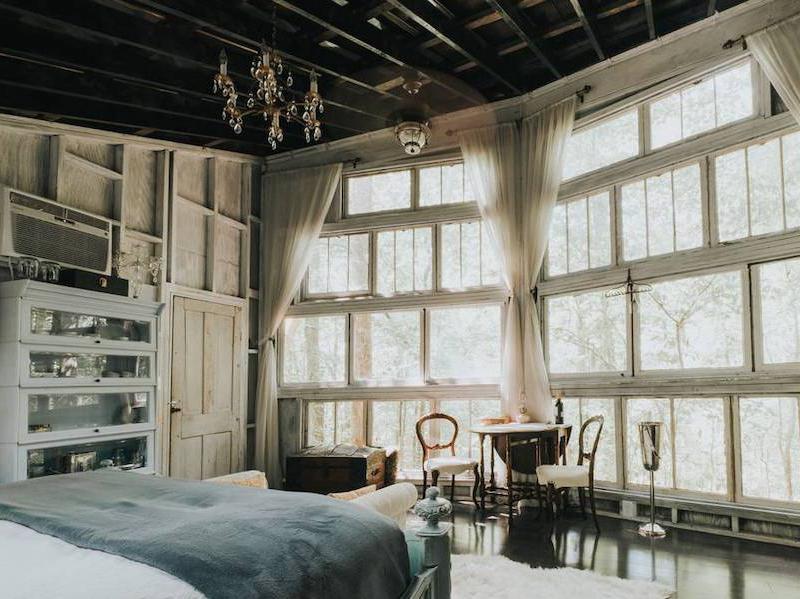 The Majestic Treehouse Romantic, Luxury Retreat interior