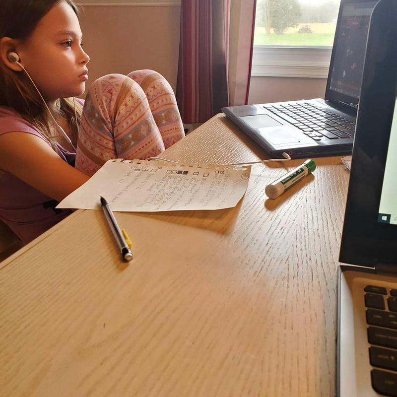 Kid in virtual class