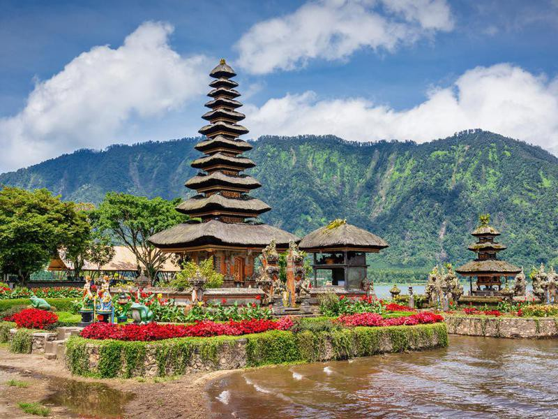 Bali Pura Ulun Danu Bratan Hindu Temple Indonesia