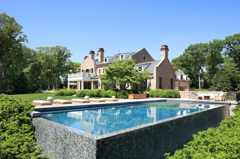 Tom Brady's backyard and pool