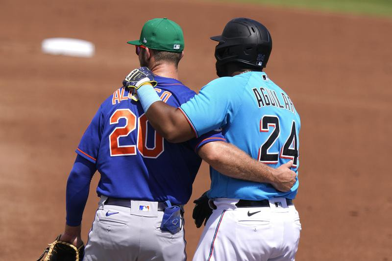 Marlins first baseman Jesus Aguilar and Mets first baseman Pete Alonso