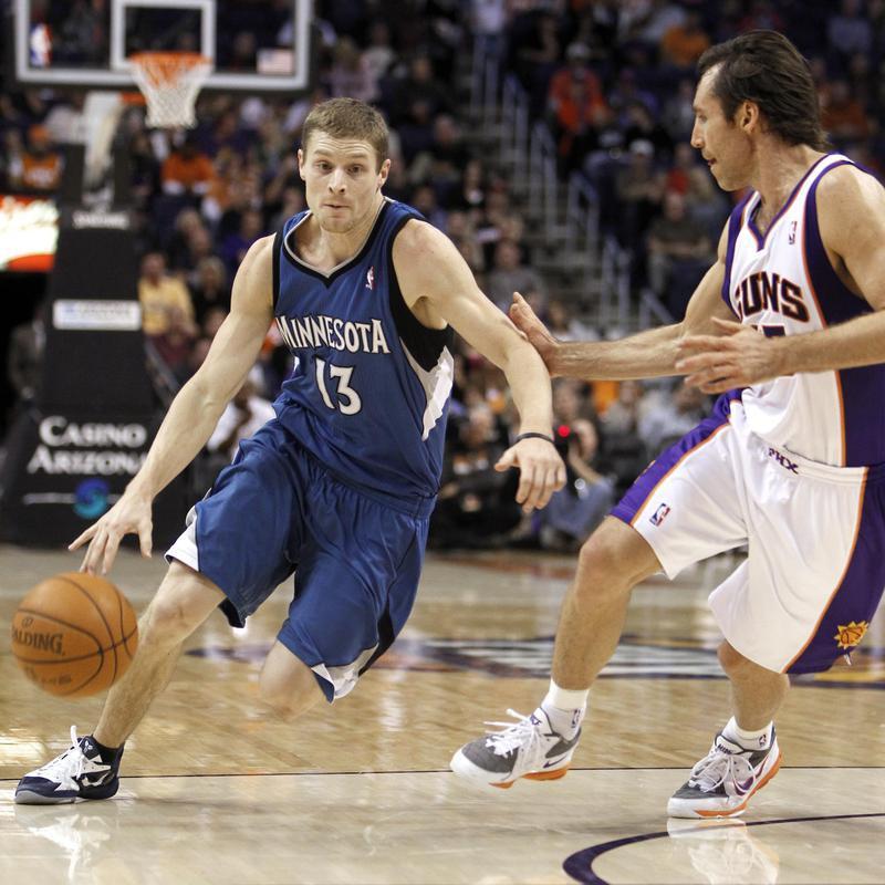 Luke Ridnour dribbles past Phoenix Suns' Steve Nash