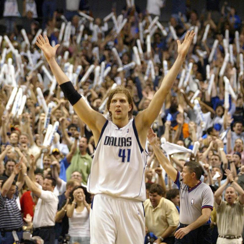 Dallas Mavericks Dirk Nowitzki celebrates