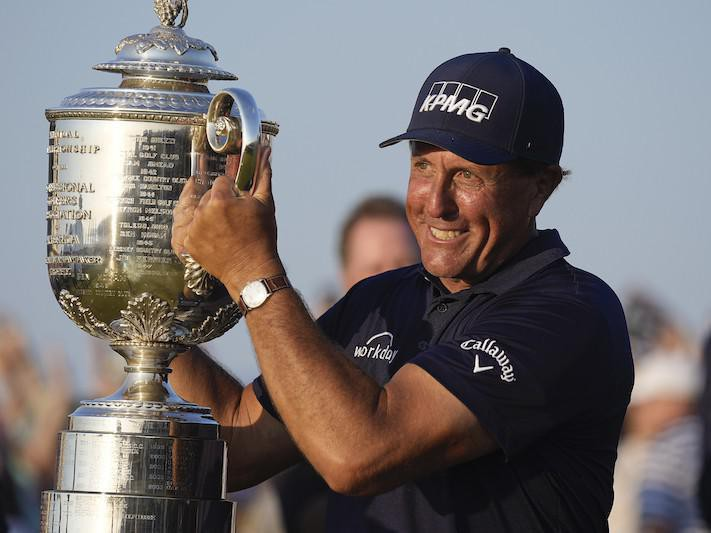 Phil Mickelson holds the Wanamaker Trophy