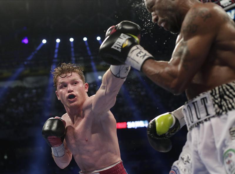 Alverez lands punch on Austin Trout
