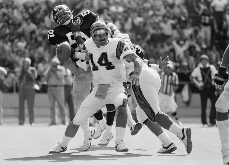 Jack Ham grabs Cincinnati Bengal quarterback Kenny Anderson's arm