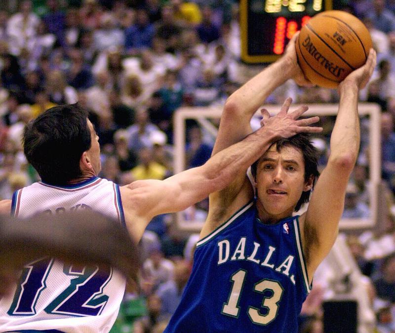 Steve Nash with ball