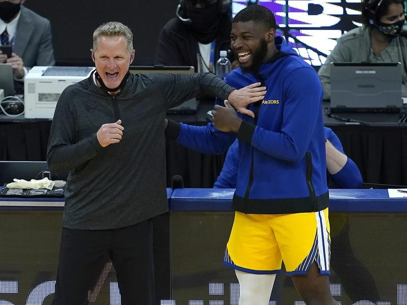Steve Kerr shares moment with Eric Paschall at Golden State Warriors game