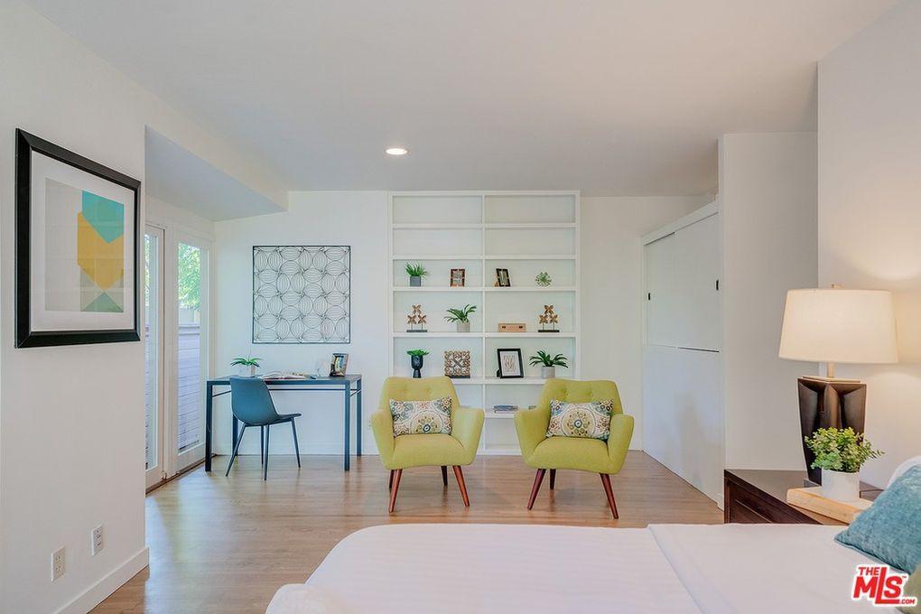 Golden Girls house bedroom