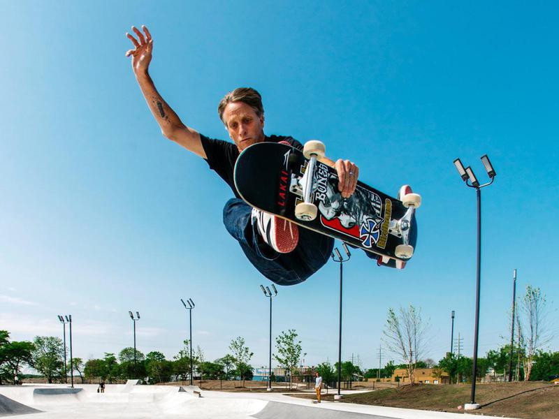 Tony Hawk skating