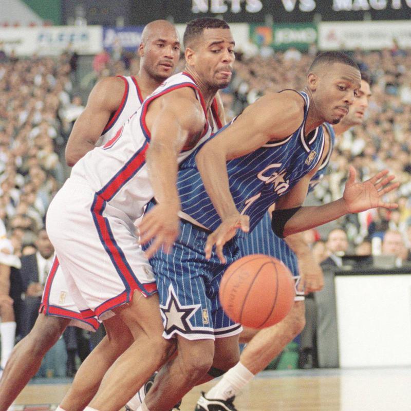 New Jersey Nets forward Jayson Williams charges Orlando Magic forward Anfernee Hardaway