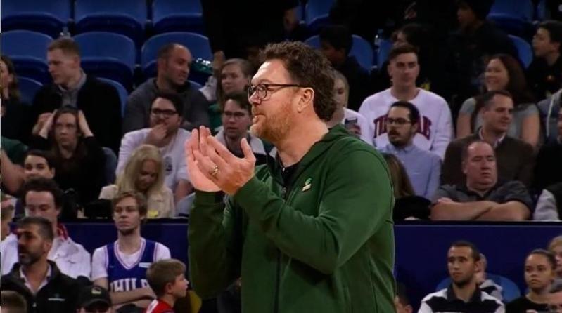 Luc Longley coaching Australian basketball
