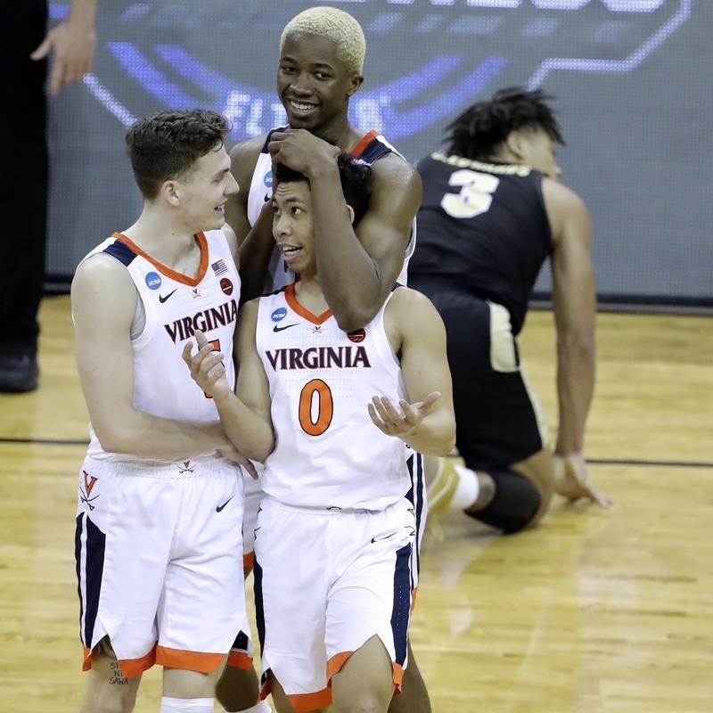 Mamadi Diakite of Virginia celebrates with teammates during overtime