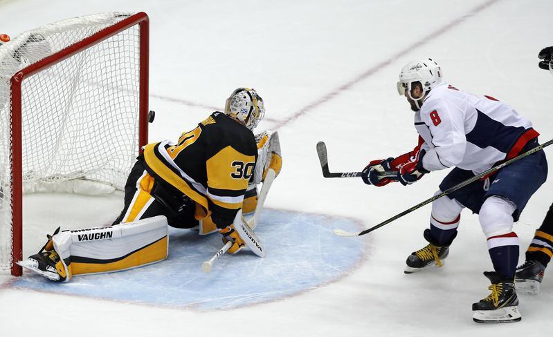 Washington Capitals forward Alex Ovechkin scores goal