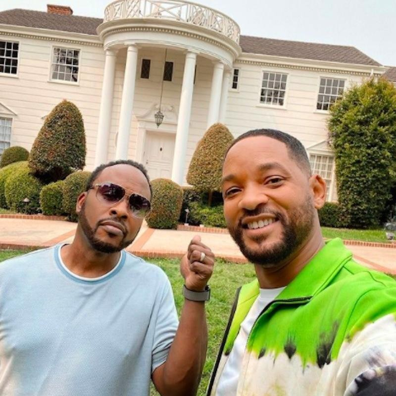 Will Smith and Jazzy Jeff take selfie outside Fresh Prince house
