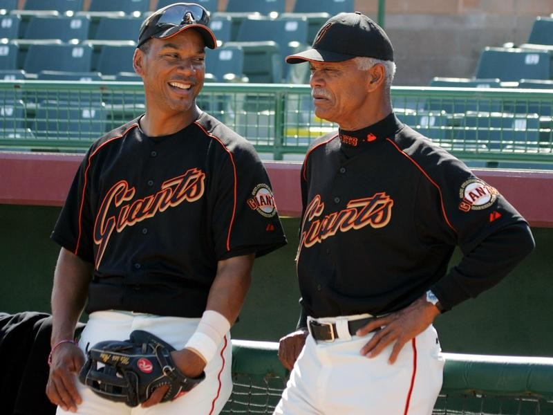 Moises Alou share moment at spring training workout in Arizona