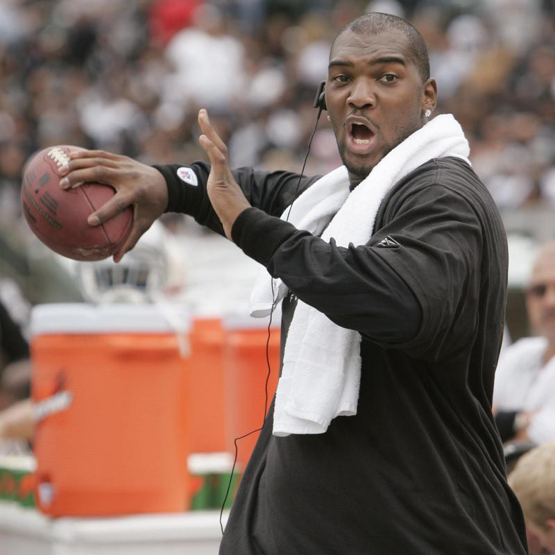 JaMarcus Russell in throwing position